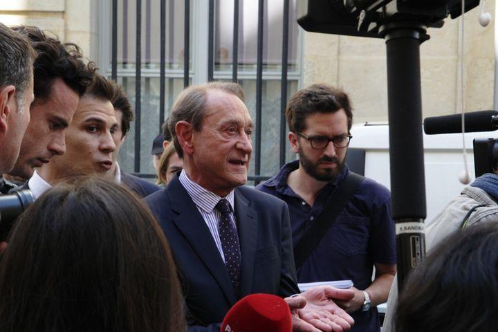 Le maire de Paris Bertrand Delanoë a fait le déplacement (MARIE DESHAYES / FRANCETV INFO)