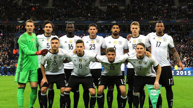 L'équipe d'Allemagne, avant sa rencontre face à la France, au Stade de France (Seine-Saint-Denis), vendredi 13 novembre 2015. (GREIG COWIE / BACKPAGE IMAGES LTD / AFP)