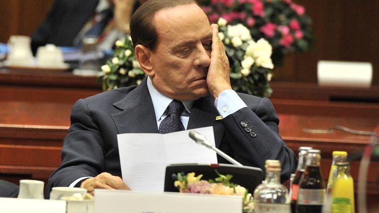 Silvio Berlusconi, le chef du gouvernement italien, lors d'une rencontre des chefs d'Etat et de gouvernement de la zone euro à Bruxelles le 23 octobre 2011. (GEORGES GOBET/AFP)