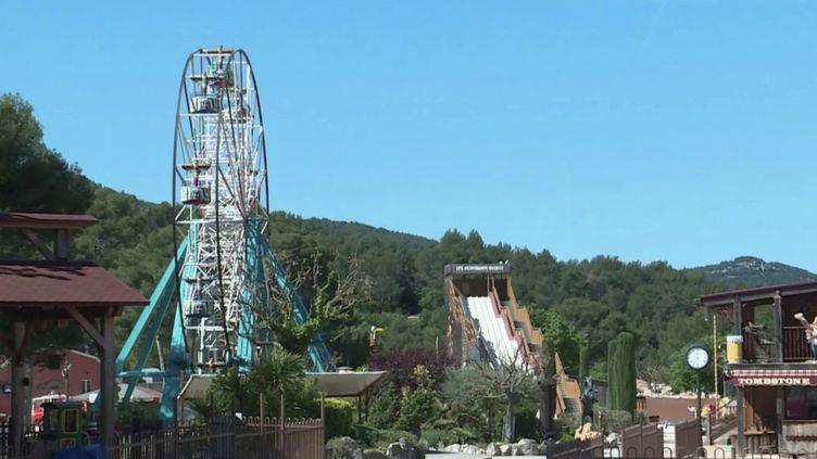 Bouches-du-Rhône : un parc d'attractions prépare sa réouverture (FRANCE 2)