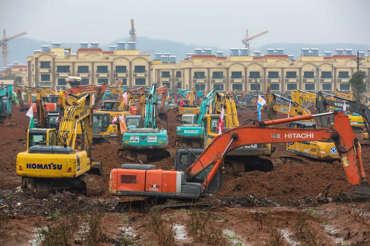 Le chantier de construction d'un hôpital spécialisé dans la prise en charge du coronavirus, le 24 janvier, à Wuhan. (MAXPPP)