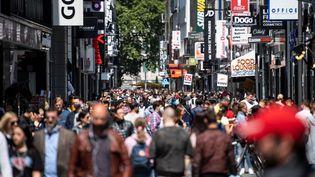 Dans une rue commerçante de Cologne (Allemagne), le 16 mai 2020. (MARIUS BECKER / DPA / AFP)