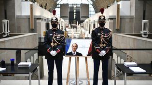 Un Livre d'or est mis à disposition du public au Musée d'Orsay pour rendre hommage à Valéry Giscard d'Estaing le 9 decembre 2020, journée de deuil national. (STEPHANE DE SAKUTIN / POOL)