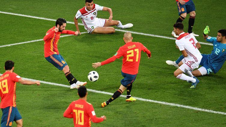 Le premier but espagnol, marqué par Isco, était lui bien valable lors du match Iran-Maroc, le 25 juin 2018, àKaliningrad, en Russie. (OZAN KOSE / AFP)