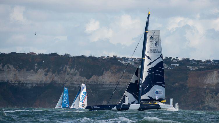 Sébastien Josse et Thomas Rouxel font la course en tête.