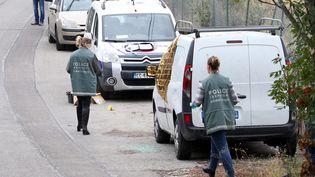 Le véhicule utilitaire blanc dans lequel la riche propriétaire Jacqueline Veyrac a été retrouvée, le 26 octobre 2016, à Nice (Alpes-Maritimes). (MAXPPP)