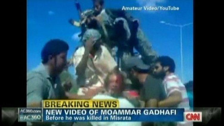 Capture d'écran CNN du cadavre de Mouammar Kadhafi. (CNN / AFP)