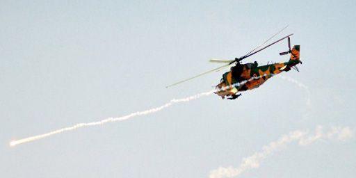 Un hélicoptère d'attaque lançant des missiles pendant des manoeuvres de l'armée syrienne le 10-12-2012 (photo provenant de l'agence officielle syrienne SANA). (AFP - HO - SANA)