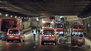 Des fuites dues à une rupture de canalisation avaient entraîné la fermeture d'une partie de la rocade, dans le sud-ouest de Paris, mardi 16 décembre. (THOMAS SAMSON / AFP)