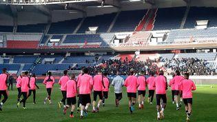 Les joueurs du PSG se sont entraînés sous les yeux d'un groupe de supporters ultras, dimanche 10 mars 2019, au Parc des Princes, à Paris. (TWITTER / PSG)