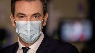 Le ministre de la Santé, Olivier Véran, le 22 décembre 2020 à Chanteloup-en-Brie (Seine-et-Marne). (GEOFFROY VAN DER HASSELT / AFP)