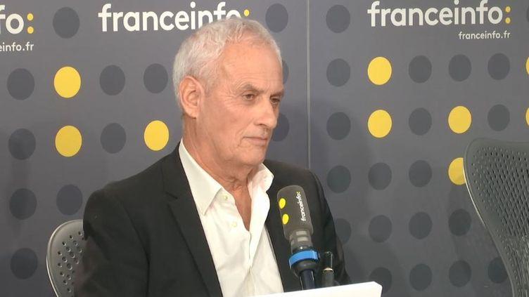 Le documentaristeDaniel Leconte était l'invité de Céline Baÿt-Darcourt. Capture d'écran. (FRANCEINFO)