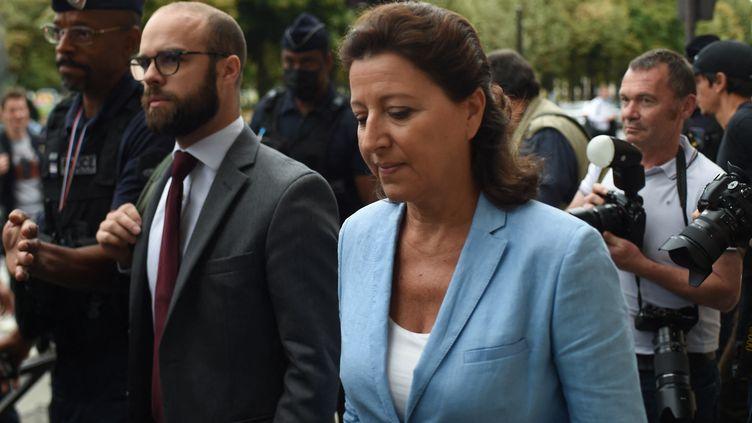 L'ancienne ministre de la Santé Agnès Buzyn arrive à la Cour de Justice de la République (CJR) le 10 septembre 2021. (LUCAS BARIOULET / AFP)