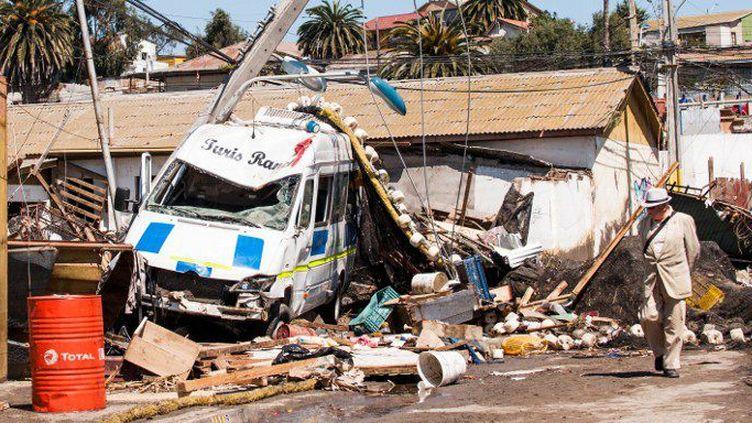 Au Chili, dans la région de Coquimbo, le 16 septembre 2015, à 170 km au nord de Santiago, un tremblement de terre, le 6e le plus violent de l'histoire du pays et le plus puissant de l'année (magnitude 8,4), a fait 13 morts et plus de 1.500 sinistrés. (Sebastian Ramos / NurPhoto / AFP)