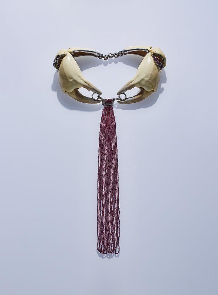 """Exposition """"Jean Vendome. Artiste Joaillier"""" à l'Ecole des Arts Joailliers : collier Le Dormeur, 1991 (Benjamin Chelly)"""