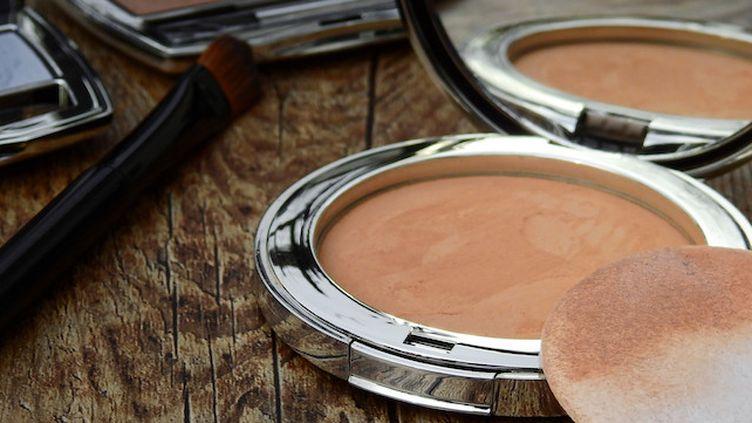 Eponges, mascara, rouge à lèvres ... attention aux nids à bactéries! (Crédits Photo : © Pexels)