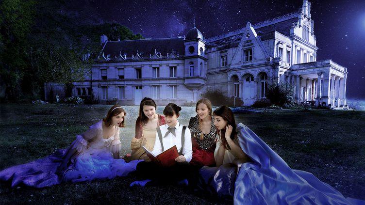 """Marielle Boutelier, Sarah Nardon, Margaux Loire, Ornella Bourelly, Sarah Audry : """"Les Princesse et la Lune"""", conte musical du Festival Off d'Avignon 2019. (COMPAGNIE LYRIKA LAB)"""