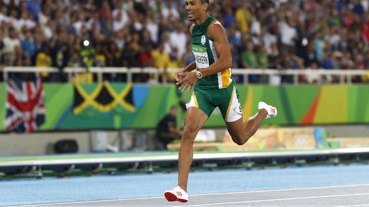 Wayde Van Niekerk, nouveau recordman du Monde du 400m (ADRIAN DENNIS / AFP)