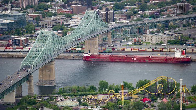 Vue aérienne du pont Jacques Cartier le 21 juin 2019 à Montréal. (SEBASTIEN ST-JEAN / AFP)