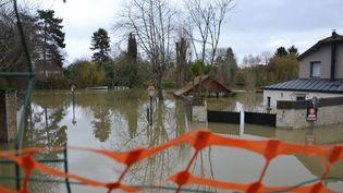 Inondations au chemin de la Nourrée à Villennes-sur-Seine, le 28 janvier 2018. (VALENTIN DUNATE / RADIO FRANCE)