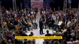 Emmanuel Macron lors du débat sur les retraites à Rodez (Aveyron), le 3 octobre 2019. (FRANCEINFO)