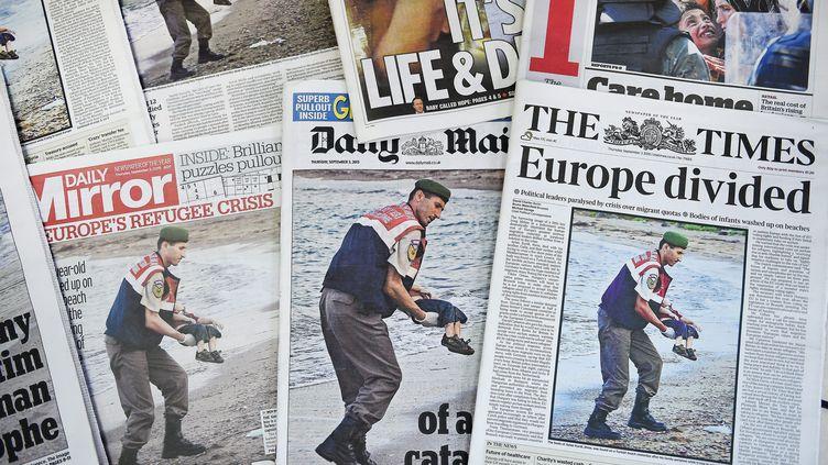 Les journaux britanniques ont fait leur une, le 3 septembre, avec la photo d'Aylan Kurdi, cet enfant kurde syrien de 3 ans retrouvé mort noyé sur une plage de Bodrum, en Turquie. (MAXPPP)