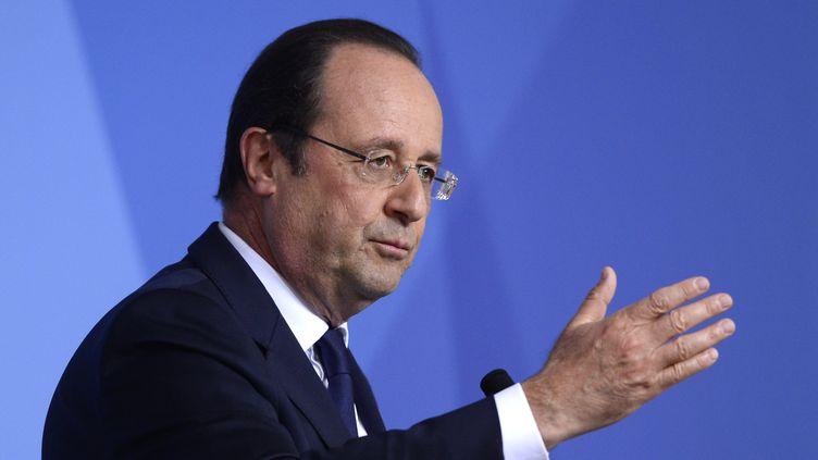 Le président François Hollande s'adresse à la presse à l'issue du sommet du G7, à Bruxelles (Belgique), le 5 juin 2014. (ALAIN JOCARD / AFP)