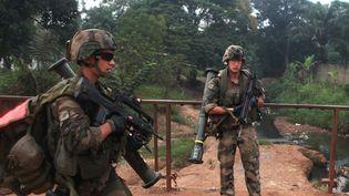 Des soldats français patrouillent à Bangui, la capitale centrafricaine, le 26 décembre 2013. (ANDREEA CAMPEANU / REUTERS)