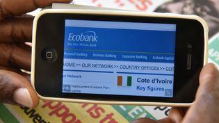 Ecran d'accès au site Ecobank (SIA KAMBOU / AFP)