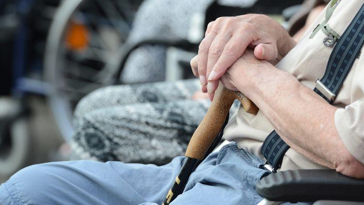 Personne âgée dans une chaise roulante. (WINFRIED ROTHERMEL / PICTURE ALLIANCE)
