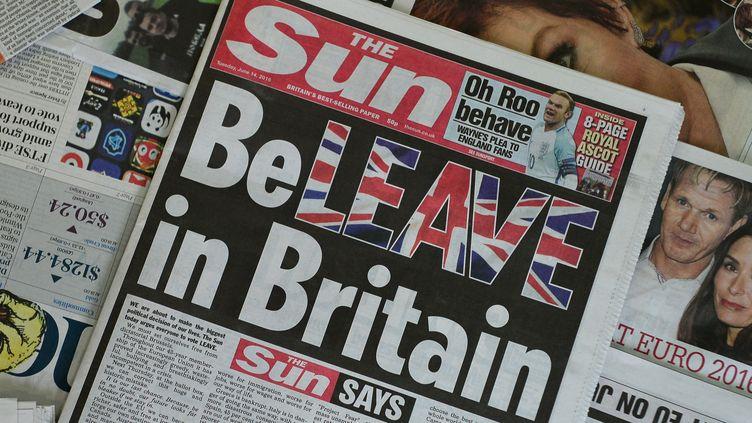 """La une du """"Sun"""", tabloïd britannique favorable à la sortie du Royaume-Uni de l'UE, le 14 juin 2016. (DANIEL SORABJI / AFP)"""