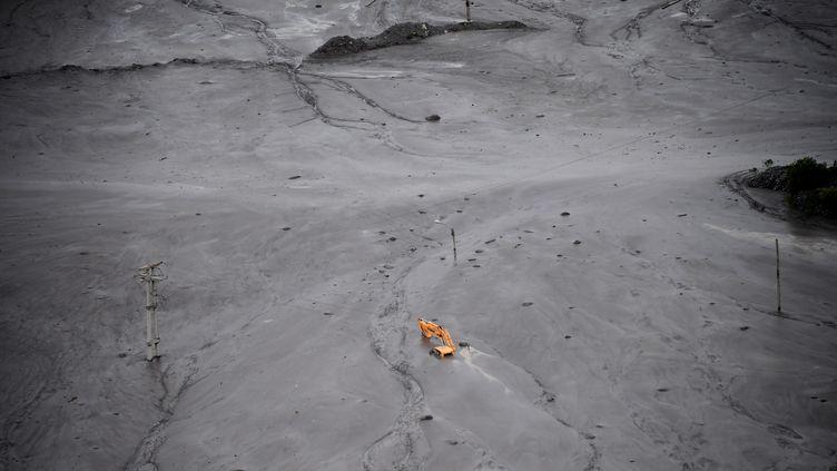 Le village de Volcan enseveli sous une mer de boue (FRANCK FIFE / POOL)