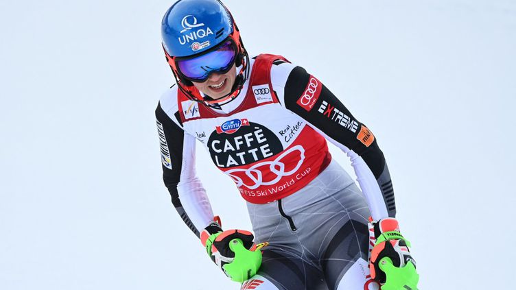 La skieuse slovaque Petra Vhlova remporte la Coupe du monde (FABRICE COFFRINI / AFP)