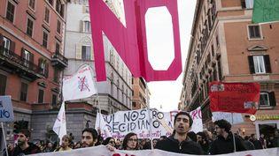 """Une manifestation en faveur du """"non"""" au référendum sur la constitution, à Rome (Italie), le 27 novembre 2016. (JACOPO LANDI / NURPHOTO / AFP)"""
