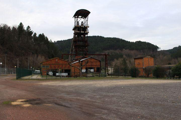 Le chevalement du puits Ricard, un ancien charbonnage, à La Grand-Combe (Gard), le 21 janvier 2020. (ROBIN PRUDENT / FRANCEINFO)