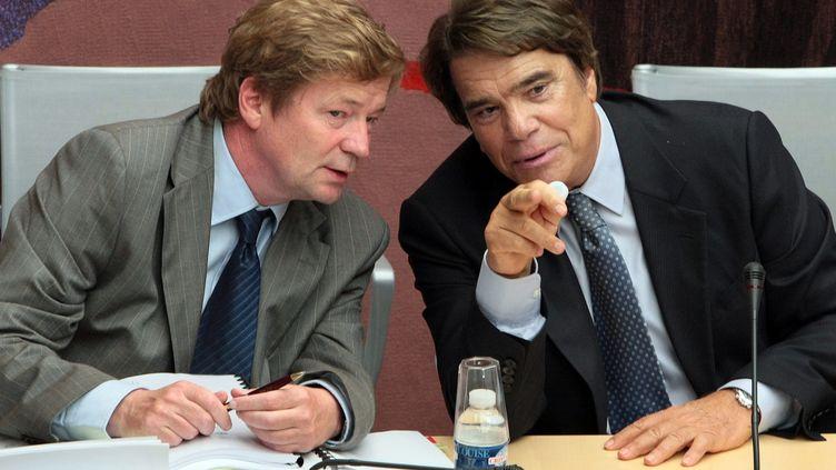 Maurice Lantourne (G) et son client, Bernard Tapie, le 10 septembre 2008, à Paris. (JACQUES DEMARTHON / AFP)