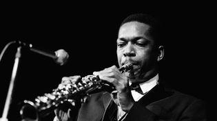 Le saxophoniste américain John Coltrane en janvier 1961. (JP JAZZ ARCHIVE / REDFERNS)