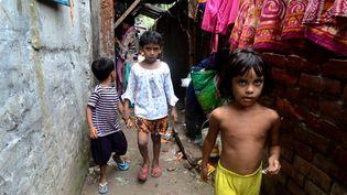 Des enfants dans le bidonville deDhaka, au Bangladesh, le 8 juin 2021. (STR / NURPHOTO / AFP)