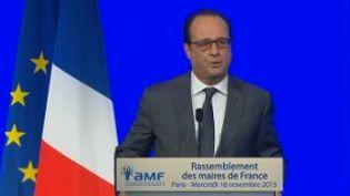 Capture d'écran montrant François Hollande lors de son discours devants lesmaires de Franceau Palais des Congrès à Paris, el 17 novembre 2015 (FRANCE 2)