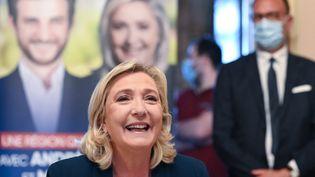 Marine le Pen lors d'un déplacement à Saint-Chamond pour soutenir le candidat RN aux élections régionales, le 3 juin 2021. (PHILIPPE DESMAZES / AFP)