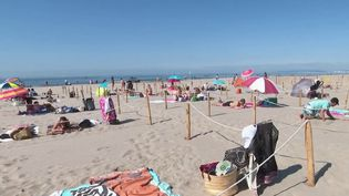 Pour le week-end de la Pentecôte, la Grande-Motte (Hérault) se prépare à accueillir de nombreux plaisanciers. Mais attention : ici, il fallait réserver son espace sur la plage. (France 2)