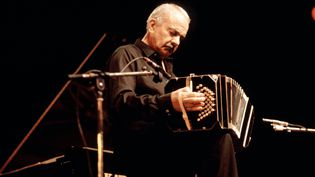 Astor Piazzolla sur scène (EUGENE MAYNARD / REDFERNS /  GETTY)