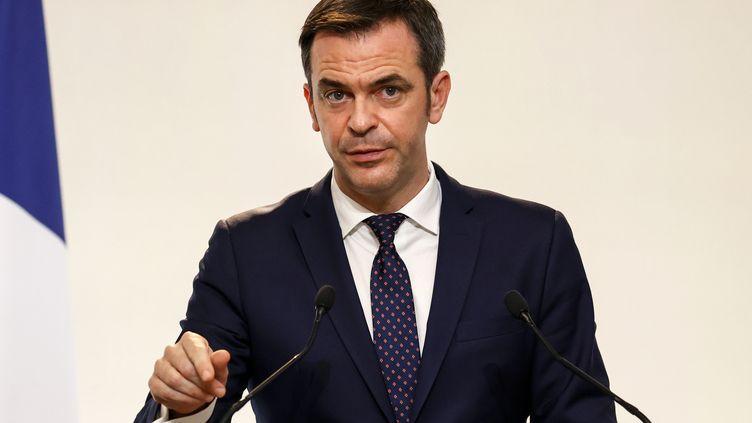 Le ministre de la Santé, Olivier Véran, lors d'une conférence de presse à Paris, le 10 décembre 2020. (THOMAS SAMSON / AFP)