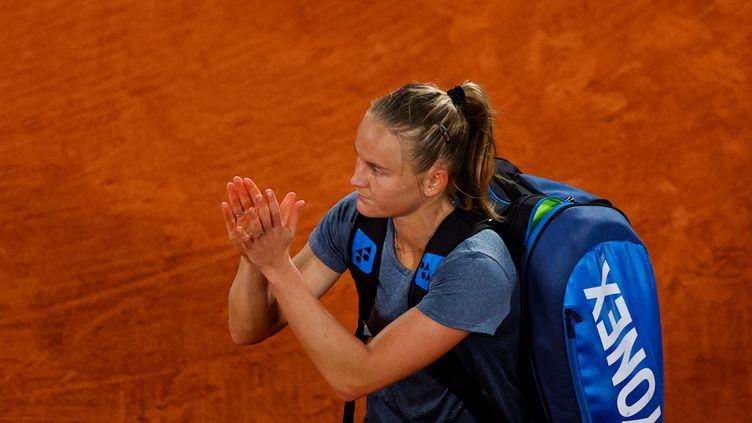 Fiona Ferro après sa défaite face à Sofia Kenin, en huitième de finale, le 5 octobre.  (THOMAS SAMSON / AFP)