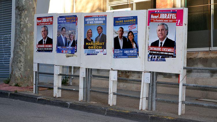 Les affiches des candidats aux élections départementales à Marseille, le 19 février 2015. (GERARD BOTTINO / CITIZENSIDE.COM / AFP)