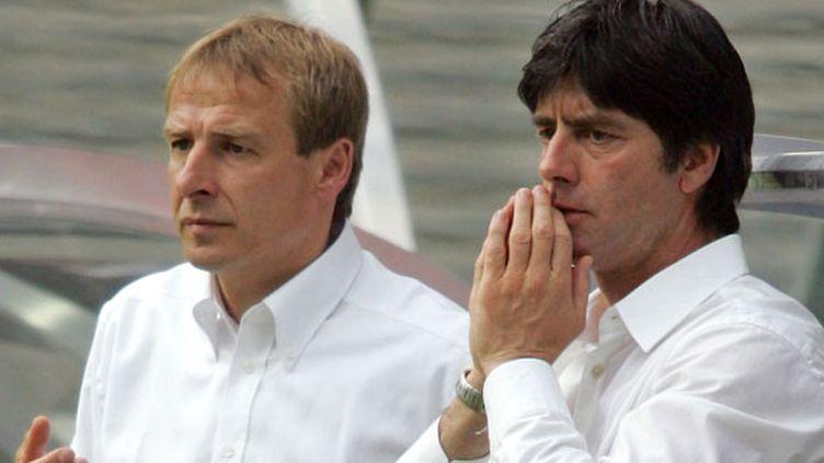 Jurgen Klinsmann et Joachim Low en 2005 à l'époque où le premier était sélectionneur de l'Allemagne et le second son adjoint