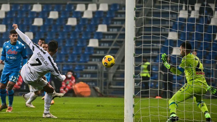Cristiano Ronaldo ouvre le score en Supercoupe d'Italie contre Naples le 20 janvier 2021 (MIGUEL MEDINA / AFP)