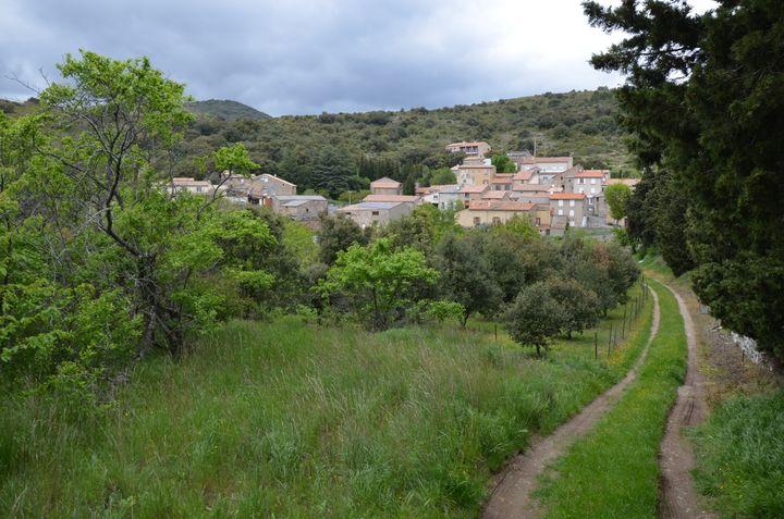 Le village de Trassanel (Aude), le 3 mai 2018. (YANN THOMPSON / FRANCEINFO)