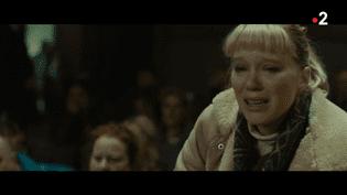 """France 2 vous propose le film """"Kursk"""", qui sort en salles mercredi 7 novembre, du nom du sous-marin russe qui a fait naufrage en août 2000. Sur les 118 marins à bord, 23 attendent des secours qui tardent à venir. À l'affiche, Colin Firth, Léa Seydoux et Matthias Schoenaerts. (FRANCE 2)"""
