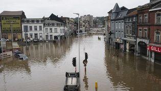 La ville de Liège (Belgique), le 16 juillet 2021, dévastée par les inondations, après la crue de la Meuse. (NICOLAS PORTNOI / HANS LUCAS / AFP)